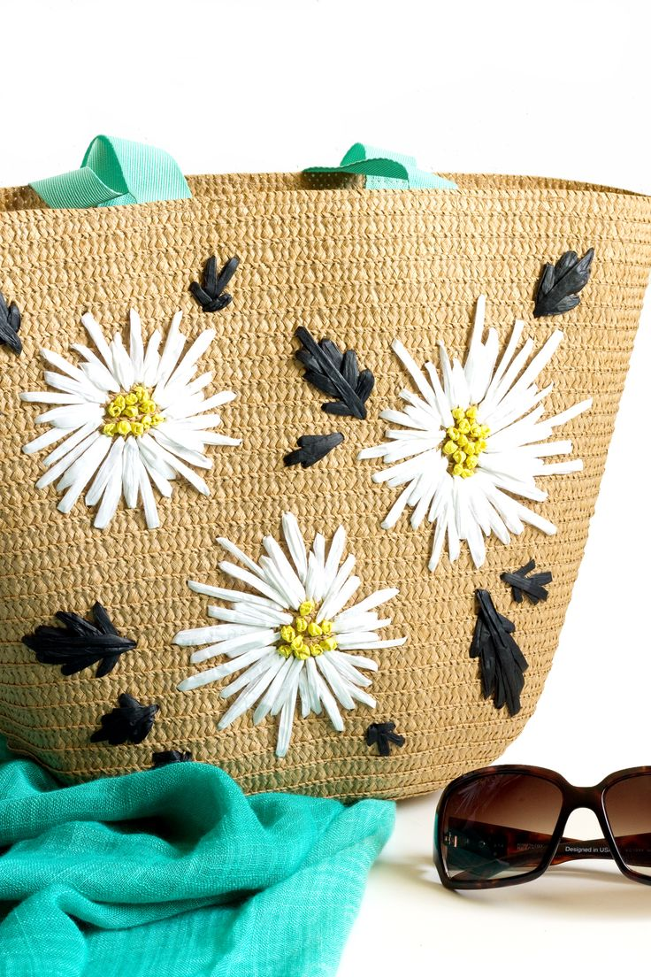 DIY Raffia Embroidered Tote | click through for the full ...