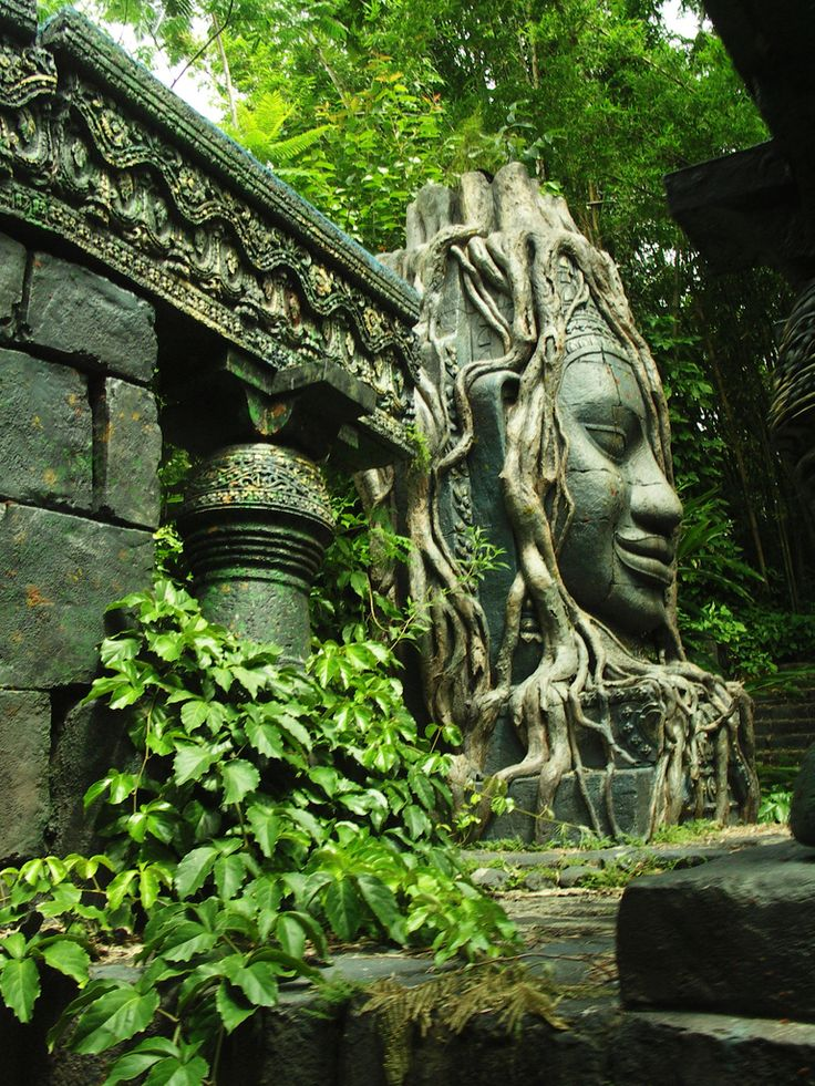 Jungle Cruise Statues/Vines - decoration inspiration