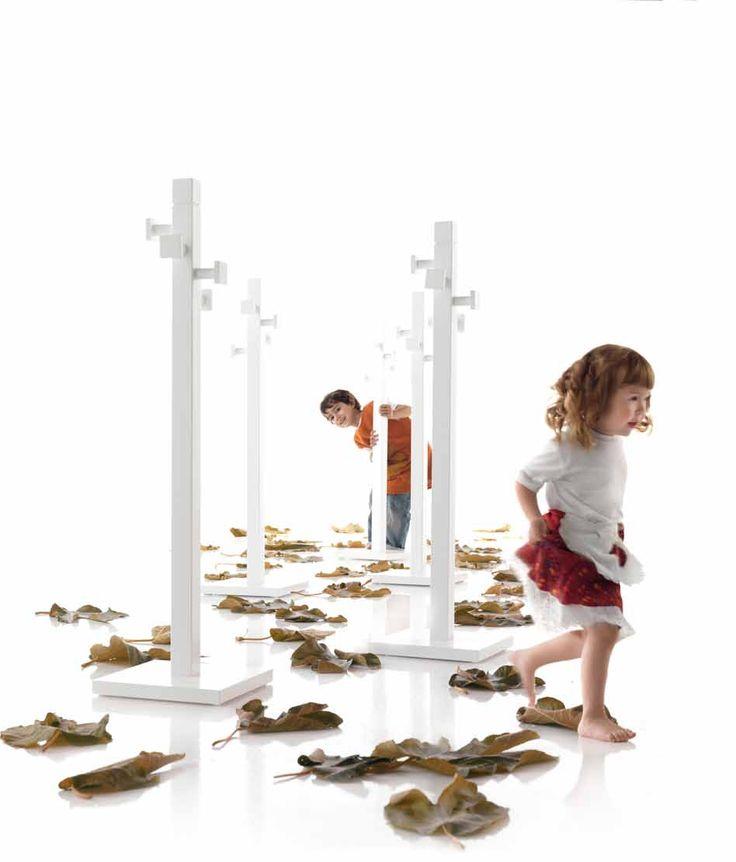 Los percheros son indispensables en la habitación de tus hijos