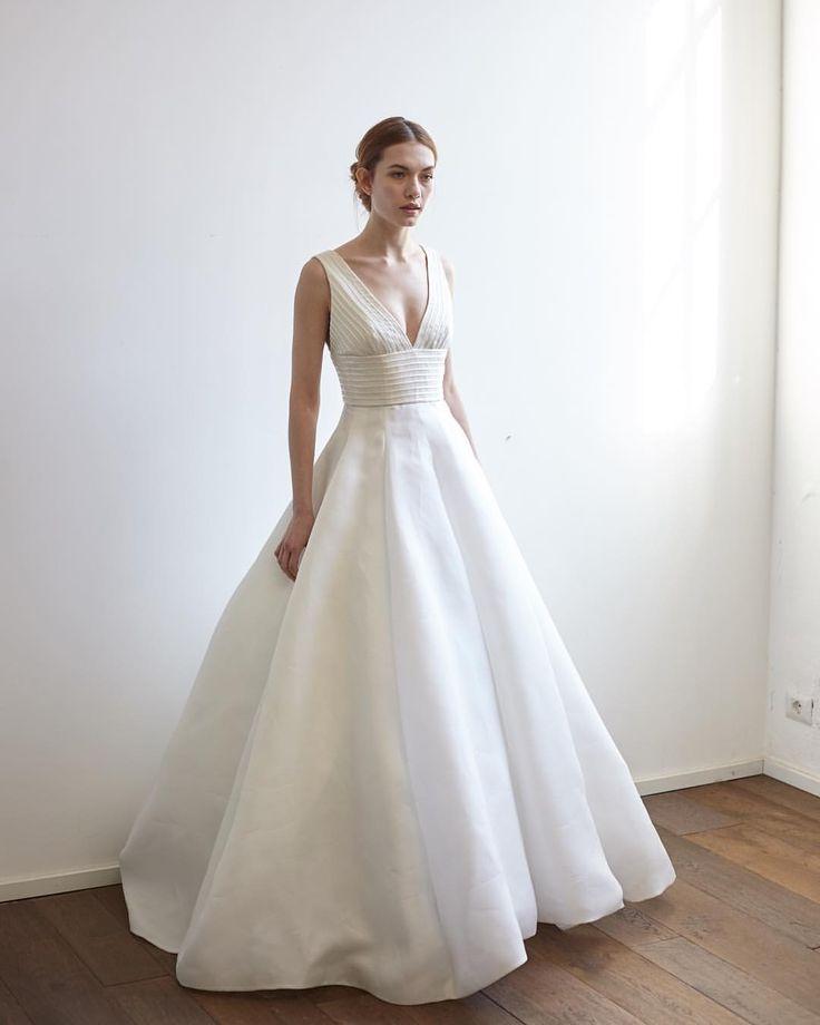 いいね!388件、コメント1件 ― Peter Langnerさん(@peterlangner)のInstagramアカウント: 「#Italian #wedding #inspiration for a #contemporary #bridetobe ! #abitodasposa #weddingdress #gown…」