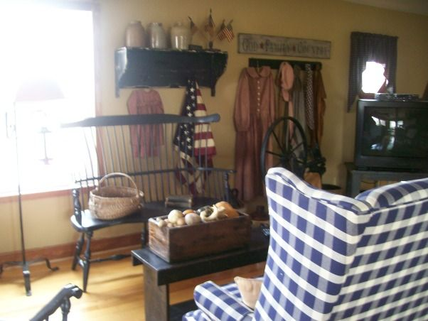 1000 images about country primitive decorating on pinterest for Primitive living room designs