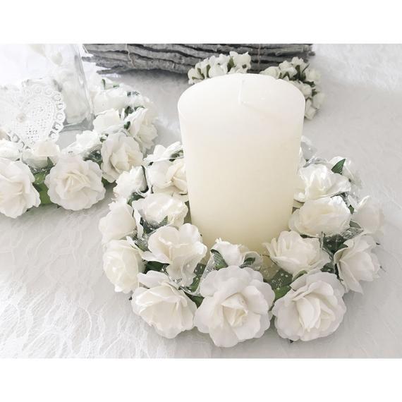 Ahnliche Artikel Wie Kerzenkranz Kerzenkranzchen Hochzeitsdeko Rosenkranz Dekoration Hochzeit Kommunion Taufe Weiss Oder Rosa Auf Etsy Pillar Candles Candles Pillars