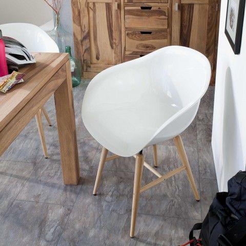 weißer Stuhl 119€ auch in blau gelb und rot vorhanden