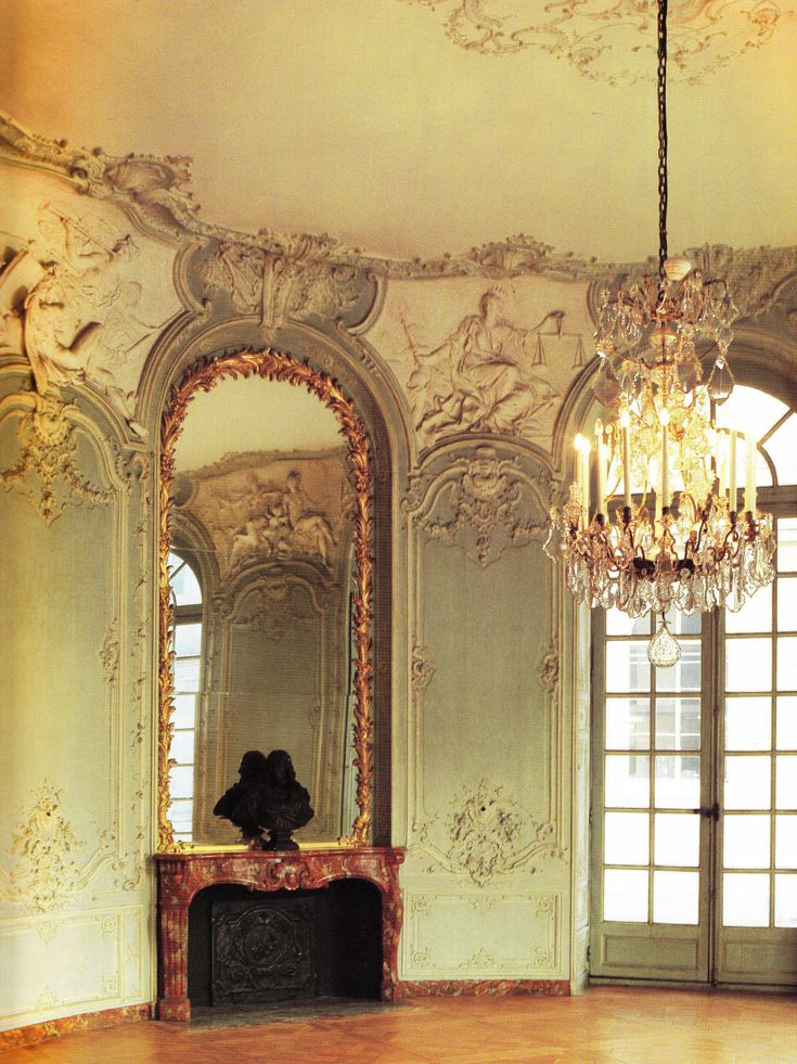 Oval salon on the ground floor Hotel de Soubise, designed by German Bouffrand 1730. Book