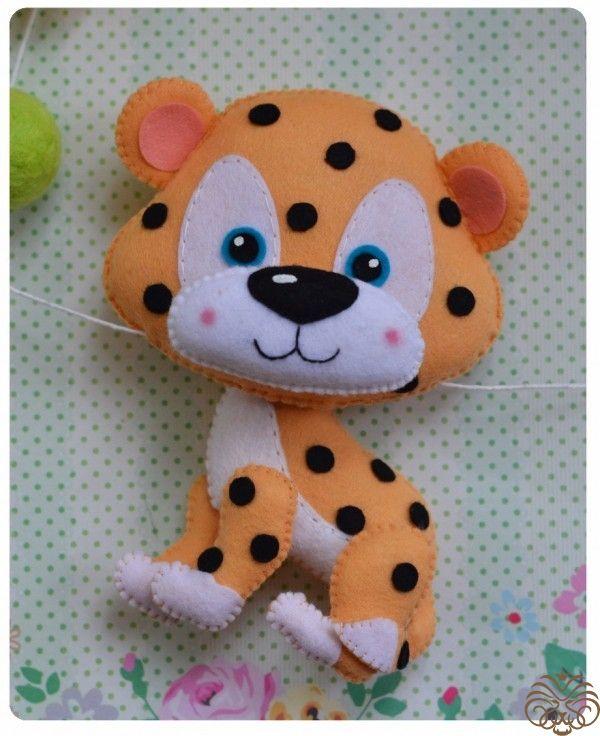 Три дикие кошки из фетра по схожей выкройке. Леопард, Лев и Тигр Привет, друзья! Сегодня вместе с вами мы сделаем трех диких, но очень добрых кошечек...