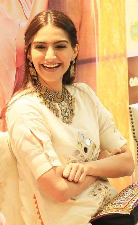 #SonamKapoor #Khoobsurat #Bollywood #Style #Fashion #Celebrity