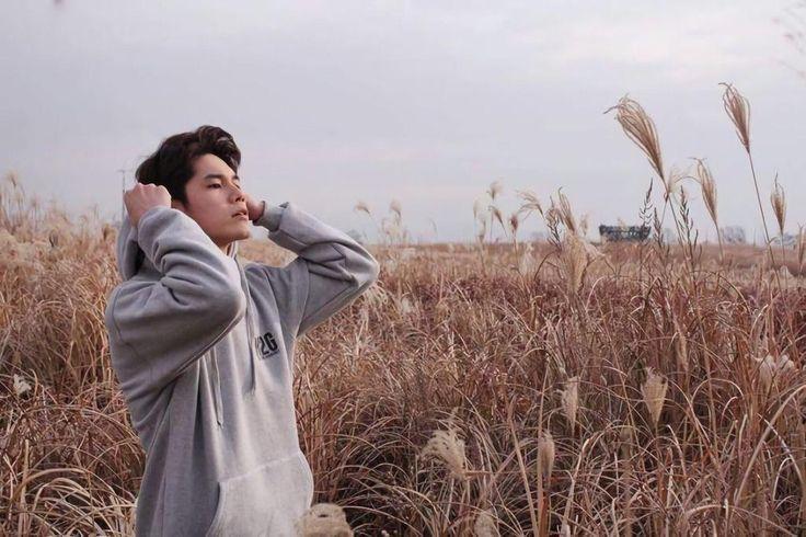 ❝sayang, fotoin candid biar kaya ullzang korea dong❞ ong seungwoo to you