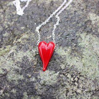 Hjerter med sølvkjede.  Hearts with sterling silver chain.