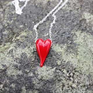 Hjerter med sølvkjede.  Hearts with sterling silver chain.
