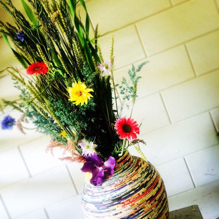 Zomerse sfeer #savageflowers #passionforflowers #instaflowers #bohemien #object #surprise  #bloomsstore #houdbaarbloemwerk #fresh #bijzonder #interiordecoration #interieur #bloemen #bezorgen#www.blooms.nu