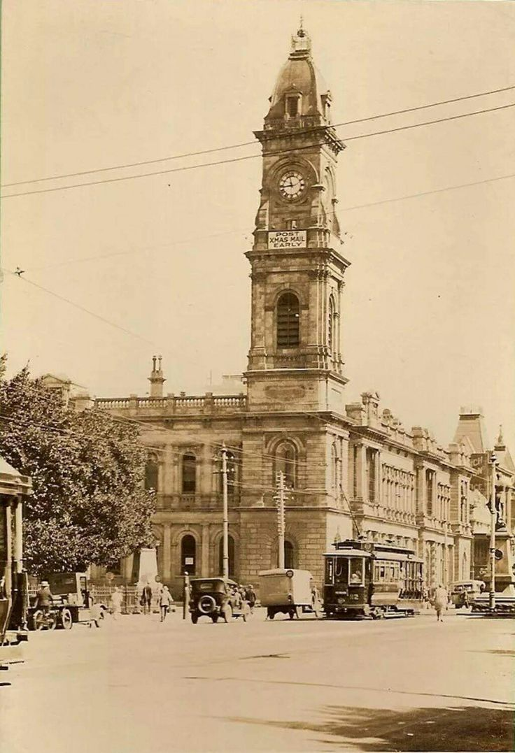 Adelaide General Post Office in the 1920s.Located at 141 King William Street on the north-west corner of King William Street and Victoria Square.
