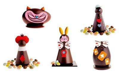 Pierre Marcolini - Pâques au Pays des Merveilles - Le lapin : figurine chocolat garnie d'oeufs - 29,5 cm, 105 € - La reine : figurine chocolat garnie d'oeufs - 25 cm 68 € / 10 cm 13,90 € - Le fou : figurine chocolat garnie d'oeufs - 25 cm 68 € / 10 cm 13,90 € - Le chat : figurine chocolat garnie de 6 oeufs - 10 cm 31 € - Les oeufs : figurine chocolat lait ou noir garnie d'oeufs et d'animaux en caramel - 500 g, 15,5 cm 50 € / 250 g, 12,5 cm 37 €