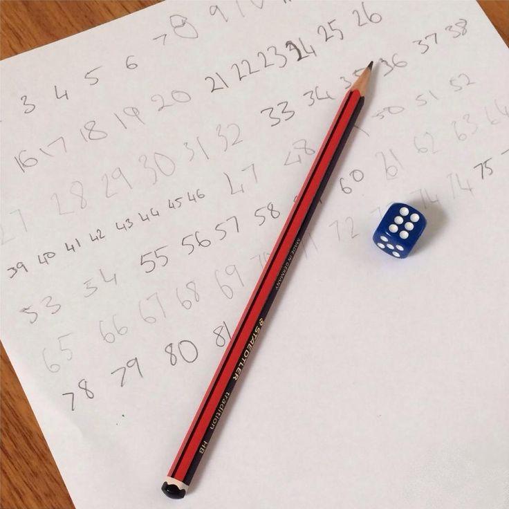 Kości, celuloza i grafit, czyli wyścig matematyczny do setki. Prosta i edu-efektywna gra. Sprawdź jej zasady na http://www.educarium.pl/index.php/matematyka-aktywna-menu-zabawy-100/367-wycig-matematyczny-do-setki.html