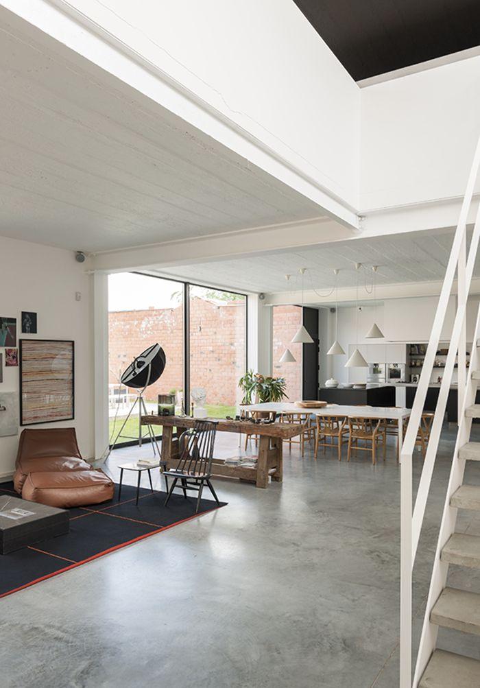 Lamparas + banco de trabajo + piso de cemento alisado