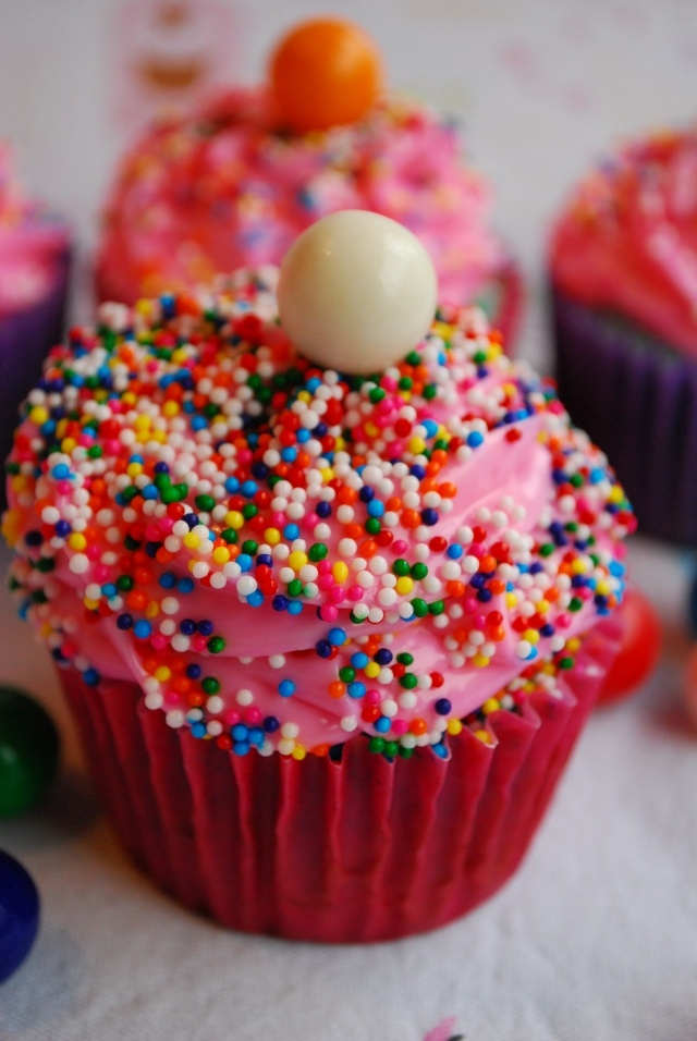 Bubblegum Cupcakes. These would be perfect for kids birthday parties