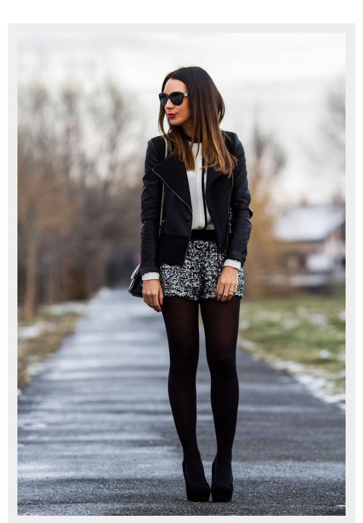 Los short tambien pueden estar en invierno con medias o botas