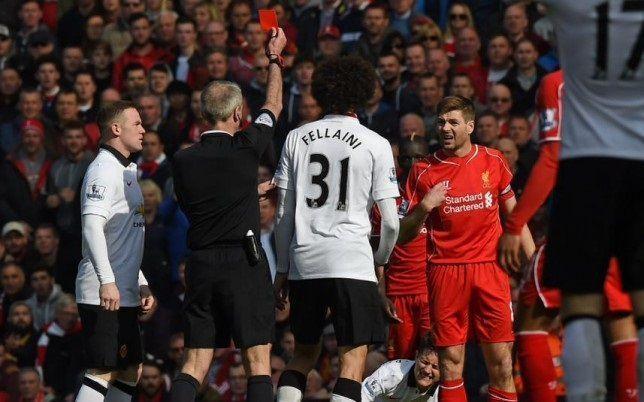 Steven Gerrard zagrał tylko minutę w hicie Premier League • FC Liverpool vs Manchester United • Czerwona kartka Anglika • Zobacz >>