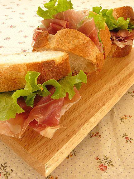 生ハムのフランスパンサンド   うちのご飯Photo日記