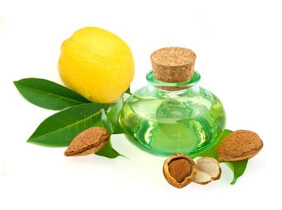 ECSEMA : Mélanger un peu de jus de citron avec de l'huile d'amande douce. Appliquer délicatement avec un coton ou la main.