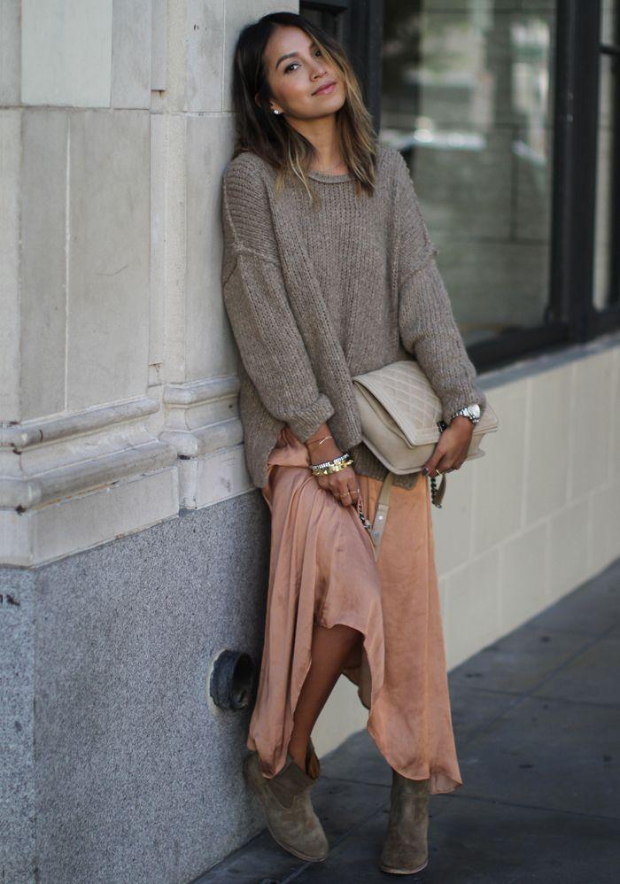 Oversize-Pullover kombinieren: Boho-Look mit Kleid und Boots
