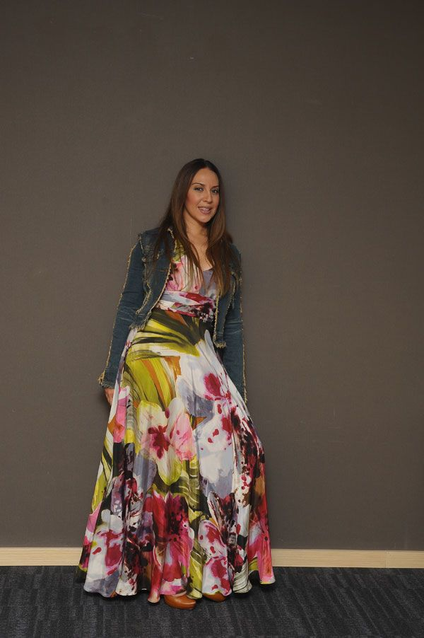 Mi admirada Monica Naranjo con un hermoso vestido largo
