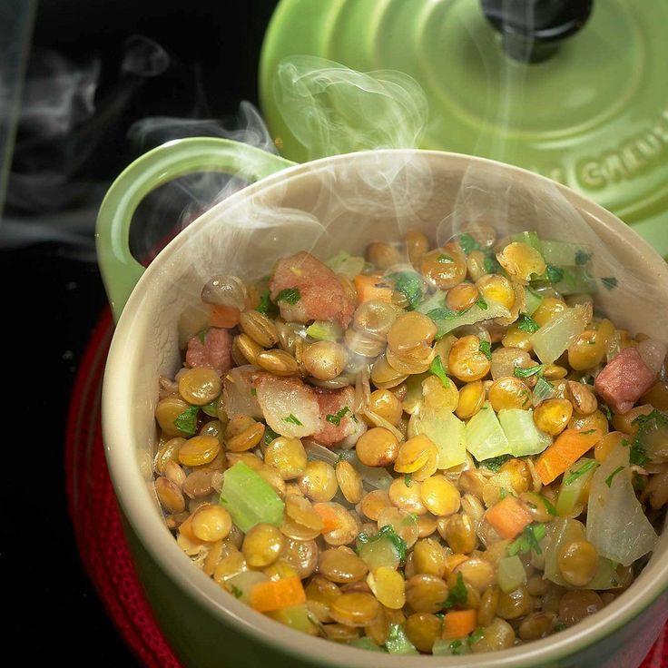 Зеленая чечевица с овощами