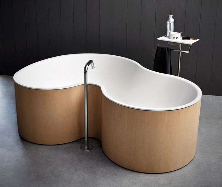 Curved Two-Person Tubs - This Double Bathtub Lets Multiple Occupants Comfortabley Bathe Together (GALLERY)