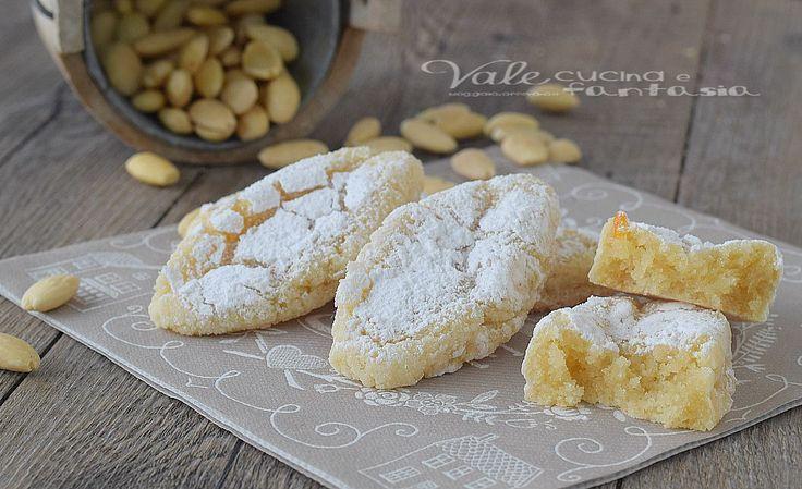 Ricciarelli di Siena ricetta biscotti alle mandorle per Natale, golosi , facili e buonissimi, ideale anche come regalo delle feste