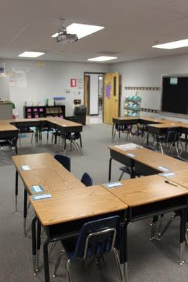 Classroom desk arrangement ideas. A few different ideas presented that may help you set up your classroom. Found at: http://dandelionsdragonflies.blogspot.com.au/2011_08_01_archive.html - scroll down to see images. Pinterest link for all of you crazy pinners: http://pinterest.com/cleverclassroom/educational-blogs-and-blog-posts/