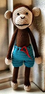 Knuffies: Aapje en patroon broek ... This darling monkey not only comes with a trouser ;-) but also a free pattern!