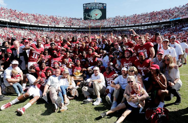 OU beats Texas 2016 group pic with The Golden Hat
