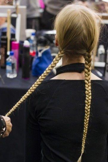 Acconciatura capelli lunghi con doppia treccia