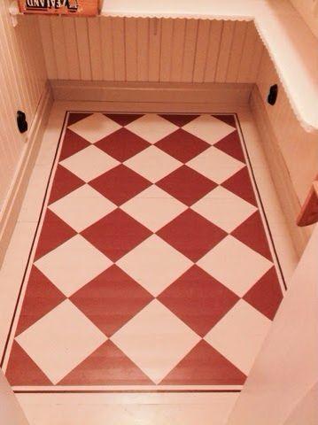 Måla golv övre hall.