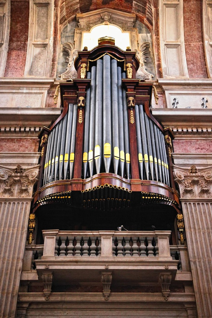 Mafra Convent - beautiful church organ!