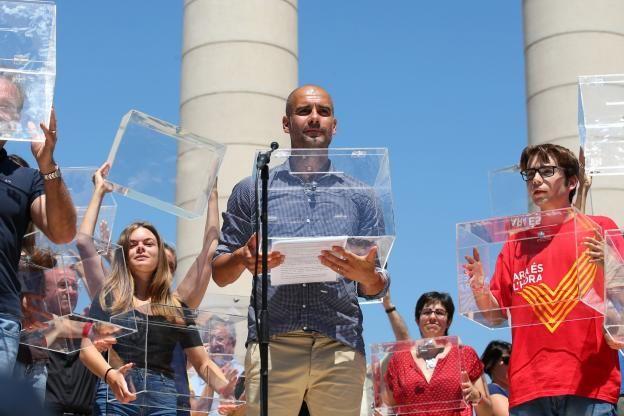 Pep Guardiola, l'entraîneur catalan de Manchester City, a lu un manifeste en faveur du référendum sur l'indépendance de la Catalgone devant 40 000 personnes dimanche à Barcelone..