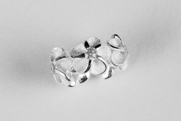 Sterling Silver Hawaiian Plumeria Lei Band Small Pendant with CZ, Silver