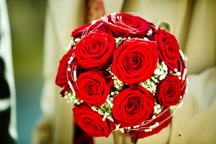 Brautstrauss Rote Rosen – Vathani und Jörn