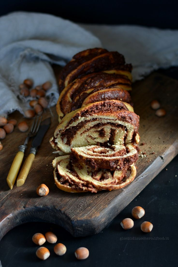 Chocolate Hazelnut Challah (pane intrecciato al cioccolato e nocciole) | Giochi di Zucchero
