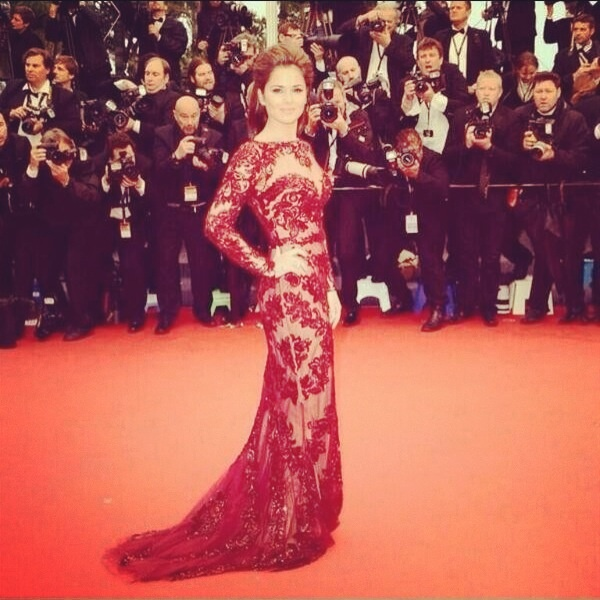 Cheryl Cole walks the red in red stunning ! Cannes tonight