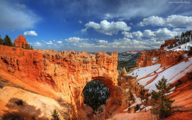 Kanion, Śnieg, Świerki, Chmury