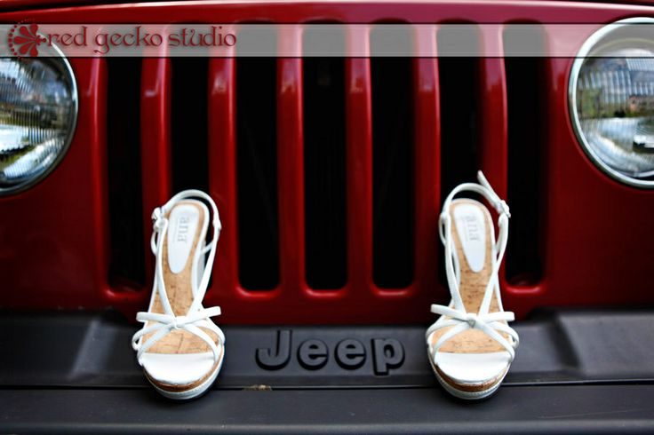 This would be cute with the shoes on one side of the Jeep logo and the bouquet on the other