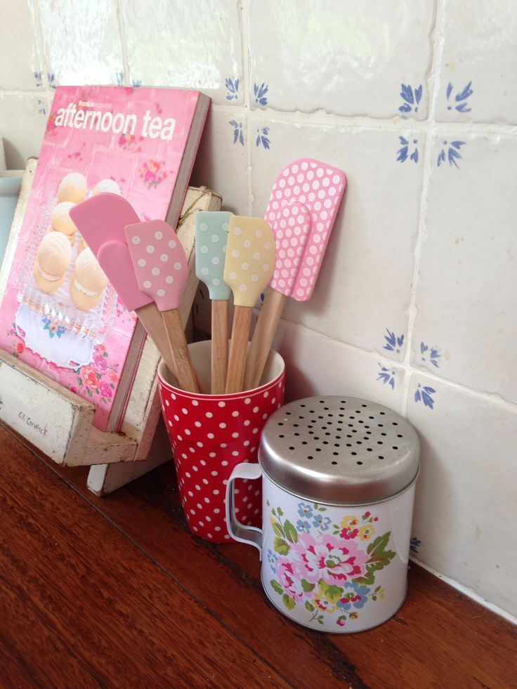 Recipe book holder.. I need to make one!! :)