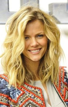 Outstanding 25 Best Ideas About Curling Medium Hair On Pinterest Loose Hairstyles For Women Draintrainus