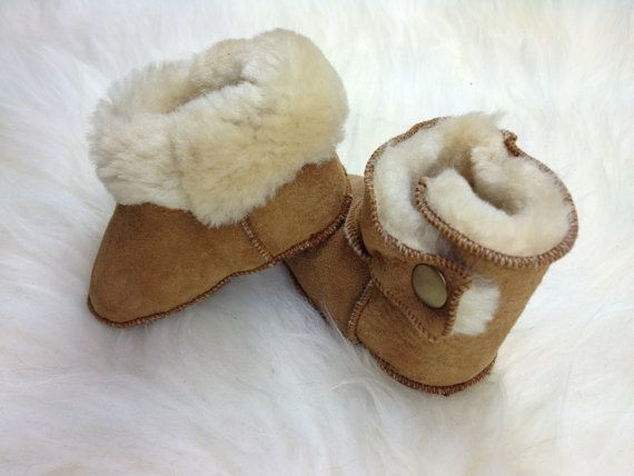 Genuine shearling booties with bronze stud for babies. by BeFur, €22.50