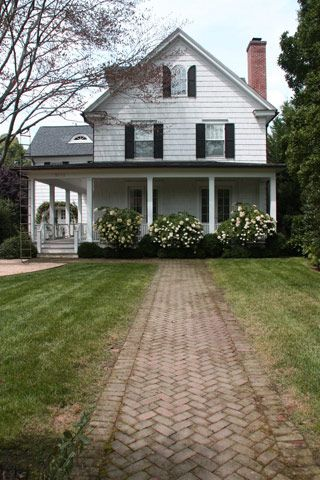 17 Best Ideas About Farmhouse Landscaping On Pinterest
