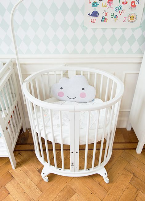 Kids room - Stokke Sleepi bed and cloud pillow - Woonblog