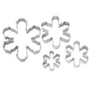 Set metalen koekjes uitstekers sneeuwvlok in vier verschillende maten.