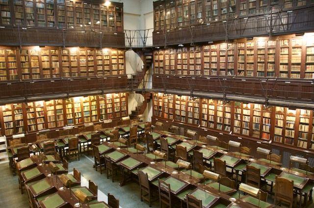 7 impresionantes bibliotecas antiguas que puedes visitar en España