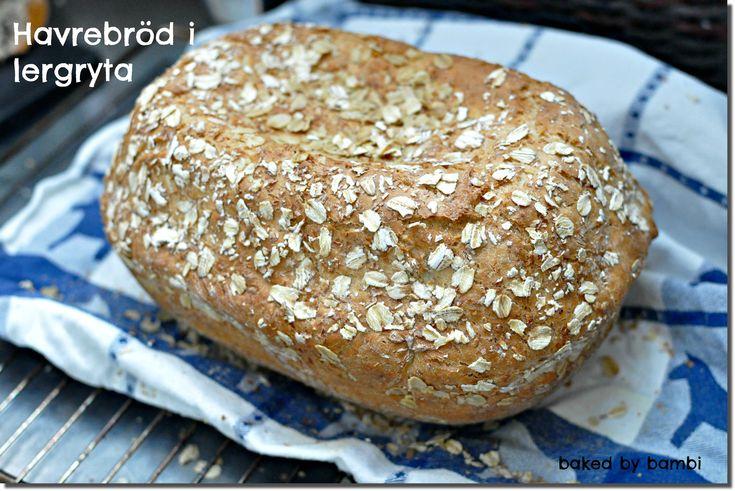 Här kommer receptet på brödet som jag började baka i lördags när jag blev överraskad. Det blev ett jättejättegott och luftigt bröd och det är lite roligt att det går att baka i en gryta så här.  2 dl fiberhavregryn ½ dl ljus sirap 50 g smör, rumstempererat 1 tsk salt 4 dl kokande […]