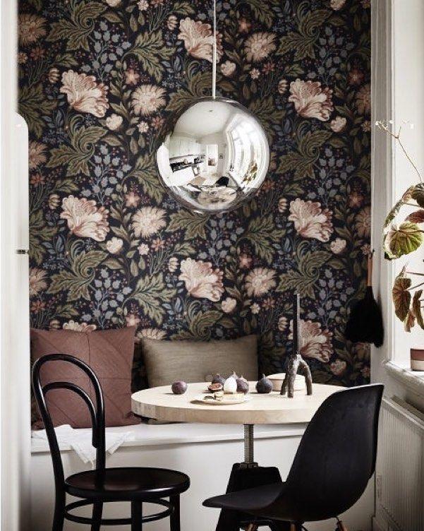 Уютный уголок на кухне☕️ #добрыйвечер #кухня #копилка_идей #kashtanovacom #обои #интерьер #дизайн #дизайнинтерьера #декор #дизайнкухни #обеденнаязона #идеи #вдохновение #interior #design #interiordesign #kitchen